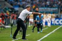 Grêmio faz reunião para blindar time de polêmica com arbitragem