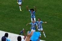 Grêmio abre vantagem contra Inter na final do campeonato feminino