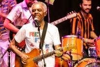 Gilberto Gil revisita clássico Refavela