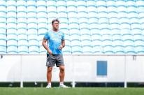 Geromel treina no Grêmio e Portaluppi garante zagueiro na estreia do Mundial