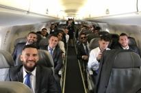 Grêmio embarca para o Mundial com festa da torcida gremista no aeroporto Salgado Filho