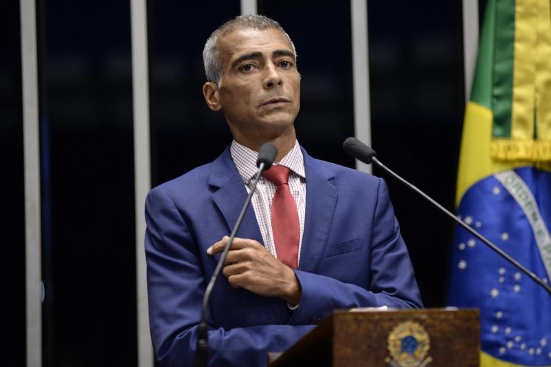 Romário lembra que a livre manifestação de pensamento é direito garantido na Constituição Federal