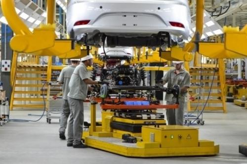 Recuo das indústria reflete as vendas menores de veículos