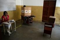 Venezuelanos votam para prefeitos em eleição boicotada por oposição