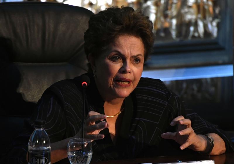 Segundo Dilma, retirar a candidatura do petista seria como assumir que ele é culpado