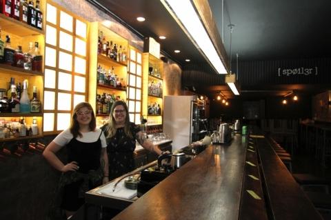 Relações públicas realiza sonho de empreender através de bar temático