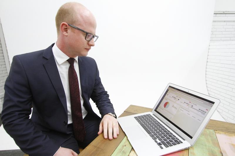 Guilherme trabalhava no escritório da família, e lançou uma spin-off para atender a partidos políticos