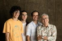 Caetano Veloso e família se apresentam em Porto Alegre nesta terça