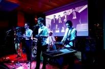 Banda Mão Inglesa presta tributo aos Beatles em show beneficente