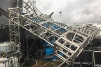 Vento derruba estrutura de palco e causa uma morte em Esteio