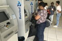 Banrisul deve liberar ainda hoje 13º sem descontos  para servidores de Porto Alegre