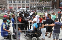Ambulantes protestam após apreensões