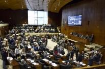 Deputados aprovam empréstimo para o 13º