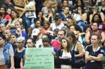 Servidores lotam galerias da Câmara em protesto contra projeto do Executivo