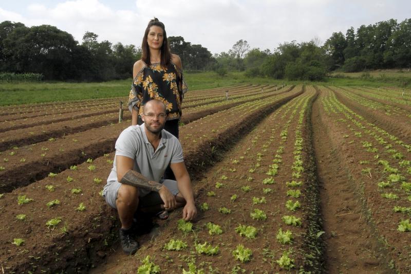 Jerônimo e Márcia querem resgatar o hábito de comer  alimentos vivos