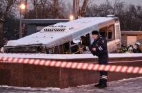 Ônibus invade calçada, atropela e mata pelo menos 4 pessoas em Moscou