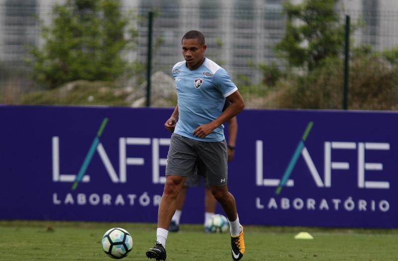 Jogador assinou contrato e retornou ao Rio para passar o Ano-Novo