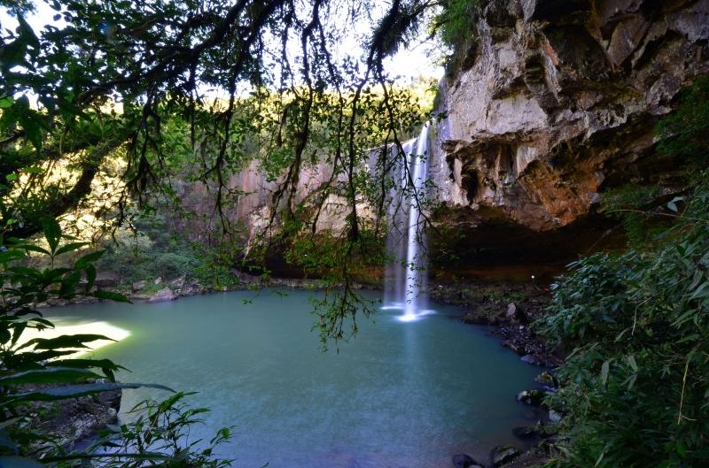 Cascatas, trilhas e piscinas estão entre as atrações para quem opta por ficar na região