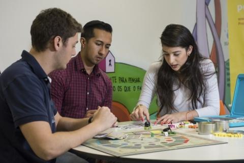Jogos e desafios são usados durante as aulas