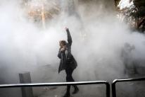 Número de mortes em onda de protestos no Irã chega a 21