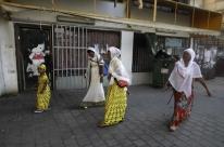 Africanos ilegais serão pagos para deixar o país