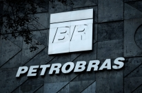 Ações da Petrobras pesam e Ibovespa recua 4,49%