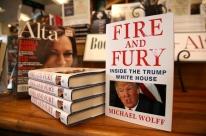 Trump chama livro que o critica de 'fake book'