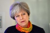 Theresa May pretende mudar gabinete para ganhar força em negociação sobre Brexit