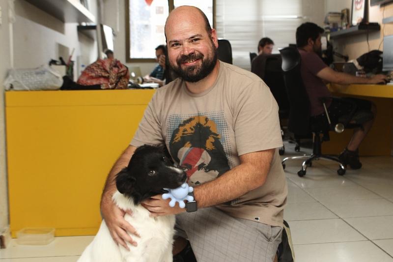 Rodrigo e Yoga, companheiro das jornadas diárias