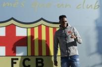 Zagueiro Mina é apresentado no Barcelona e diz que espera aprender com Piqué e Umtiti