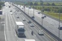 Movimento sentido Litoral Norte fica intenso nesta tarde na Freeway