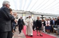 Papa pede perdão a vítimas de abusos sexuais