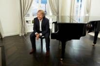 Pianista Richard Clayderman faz concerto em Porto Alegre em abril