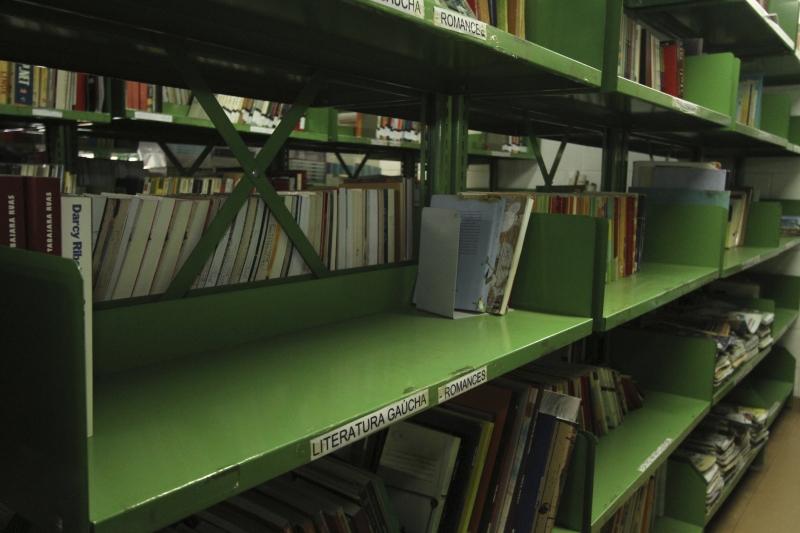 Apenas 1% das instituições estaduais de ensino contam com bibliotecários