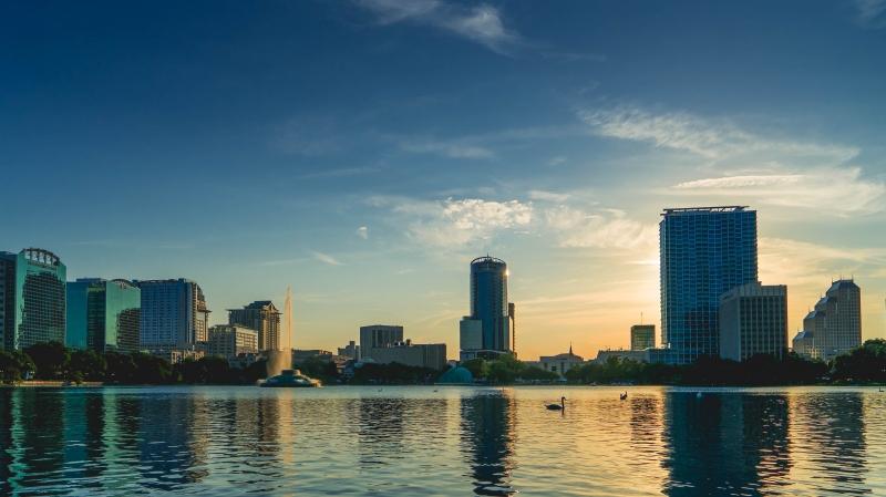 Com 2 milhões de habitantes e 80 milhões de visitantes anuais, cidade de Orlando é um dos principais alvos para compras de imóveis