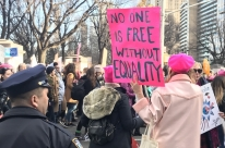 Marcha pelos direitos das mulheres leva milhares às ruas de Nova Iorque