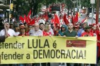 Via Campesina faz marcha em Porto Alegre em apoio a Lula