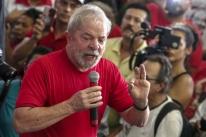 'Tenho certeza absoluta que não cometi nenhum crime', afirma Lula em São Bernardo