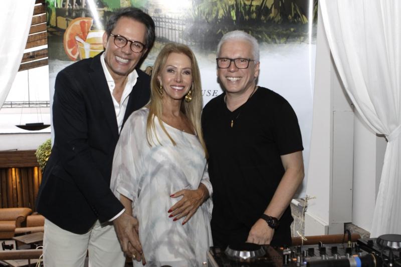 Luiz Jacintho Pilla com Rejane e Julius Rigotto na animada discotecagem