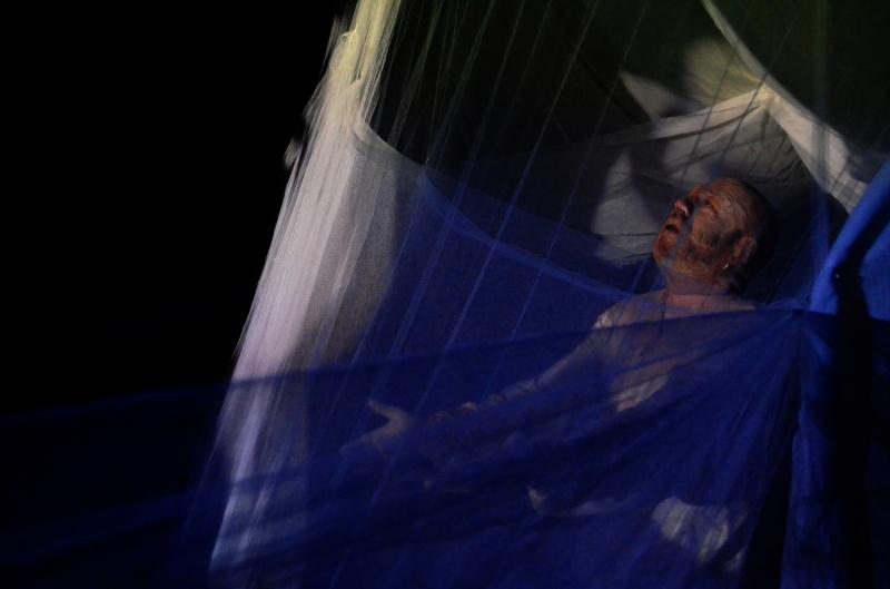 Edgar Alves dirige e protagoniza processo cênico A pele, do Ubando Grupo