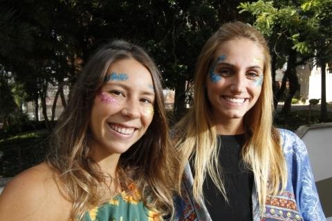 Elisa Ilha (E) e Ingrid Sant'Anna são idealizadoras da Viva Purpurina
