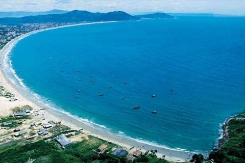 O número de turistas que passam pela ilha catarinense no período é de 2,09 milhões