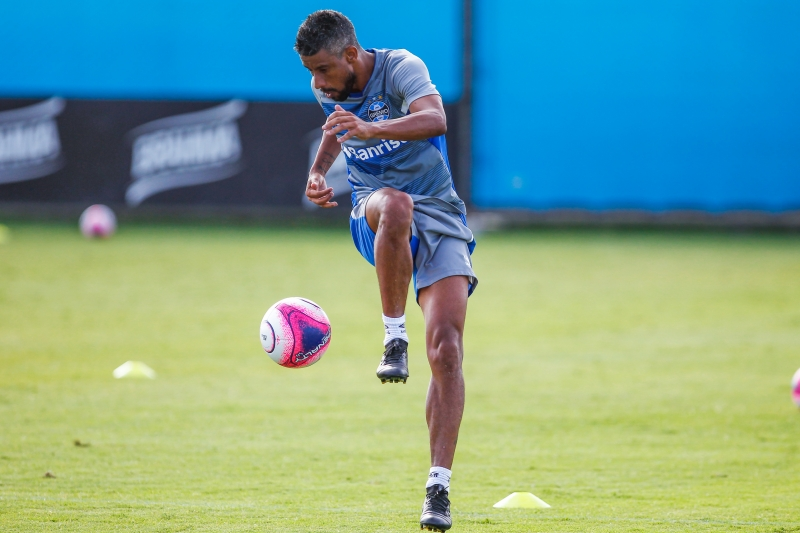 Lateral-direito Léo Moura foi descartado de dois jogos desconforto muscular na coxa