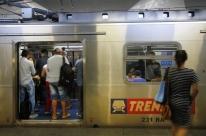 Passageiros enfrentam estações lotadas com maior intervalo entre viagens no Trensurb