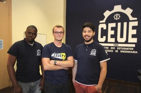 O angolano Nguindo Cabral Neves, Jonas Halmenschlager e Leandro Leal trabalham no projeto