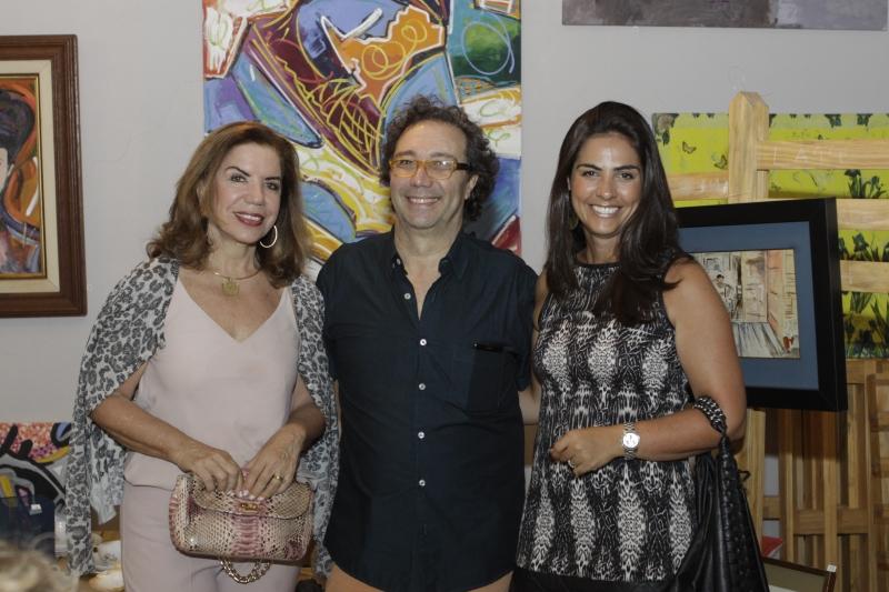 Zaida Lewin com o antiquário Felipe Caringi e Gabriela Velloso