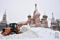Moscou enfrenta a pior nevasca de sua história; uma pessoa morre