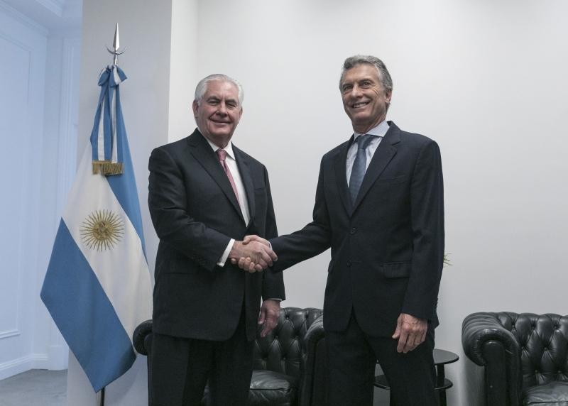 Macri (d) e Tillerson Ambos teriam expressado temor diante da crise humanitária venezuelana