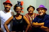 Glau Barros faz show em ritmo de Carnaval no Café Fon Fon