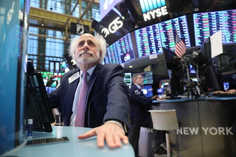 Ações nas bolsas de Nova Iorque se valorizaram nesta terça-feira, depois de um dia de pânico